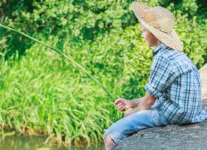 jongen vissen vakantie hoogsensitief KLEINER